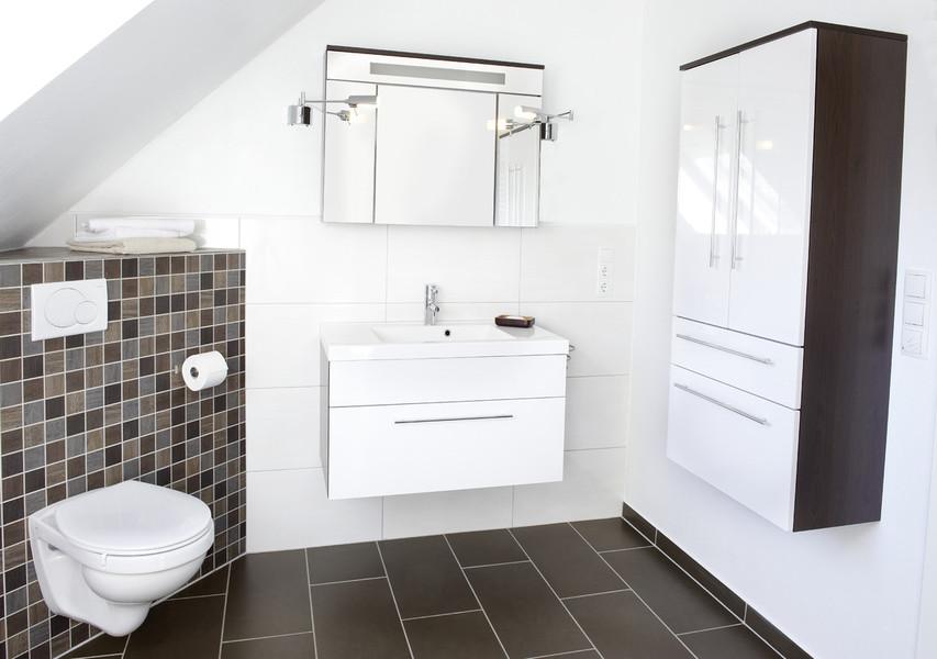 wohnung renovieren good renovierung with wohnung renovieren heller flur mit gemtliche sitzecke. Black Bedroom Furniture Sets. Home Design Ideas